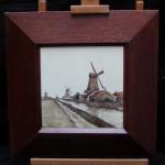 Grote tegelplaat uit de vroege periode van Plateelbakkerij Zuid-Holland in Gouda. Datering ca. 1900